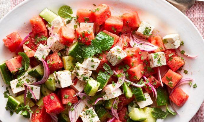 Tarvuz va bodring bilan salat