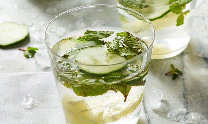 Limon va bodring bilan suv